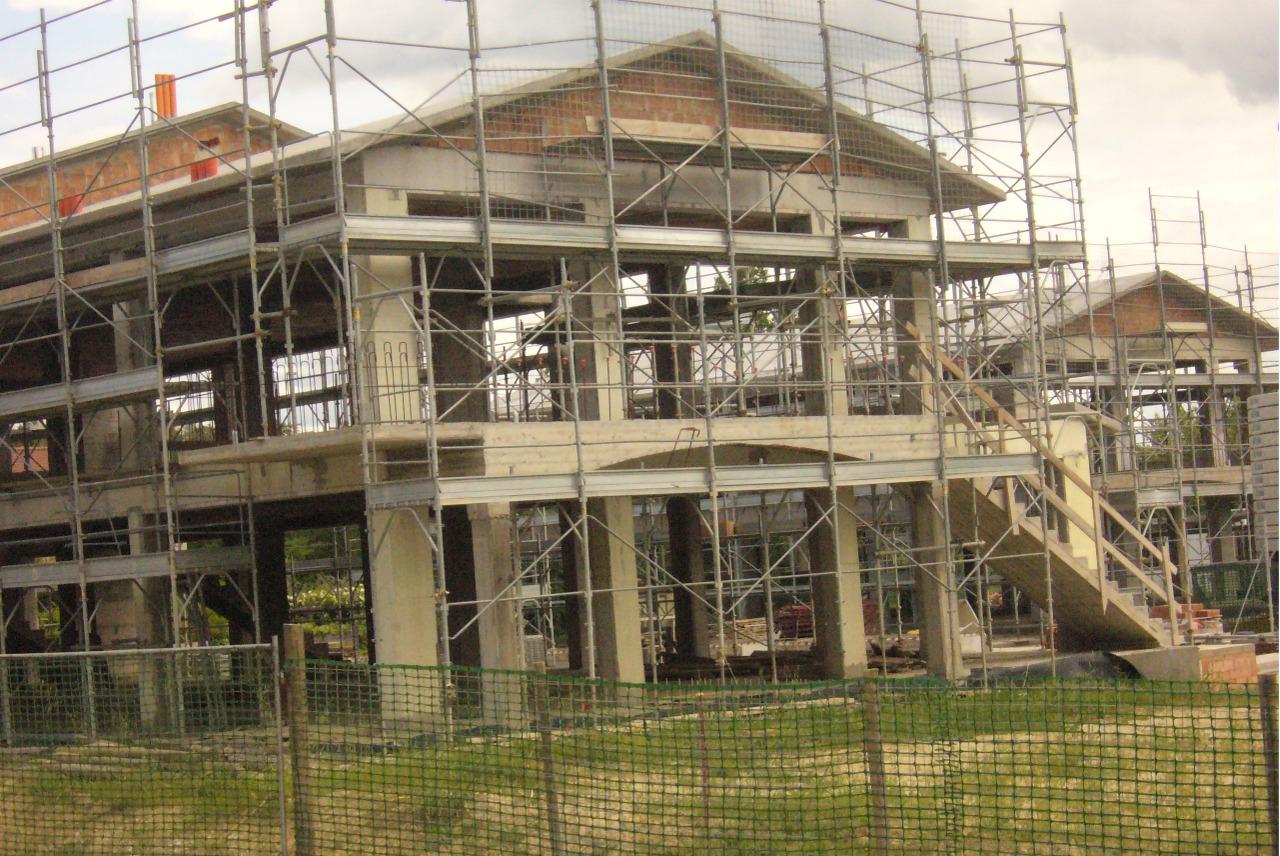 Vietato l 39 ingresso al cemento in cantiere for Piano di progettazione di edifici commerciali
